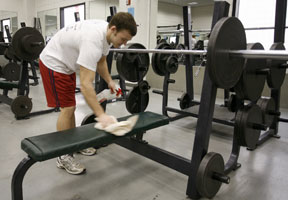 clean gym equipment etiquette bench press